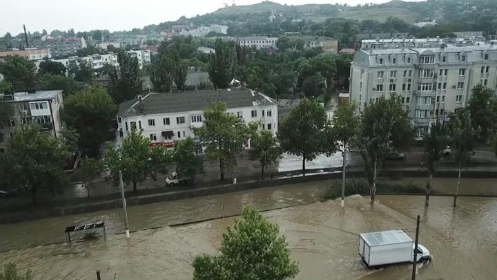 Смерчи и затопленные улицы: юг России попал под удар стихии