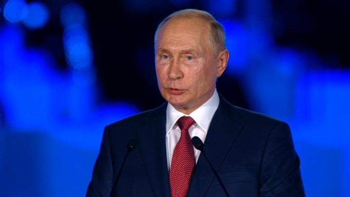 Владимир Путин призвал подготовить и оформить предложения по развитию Сибири