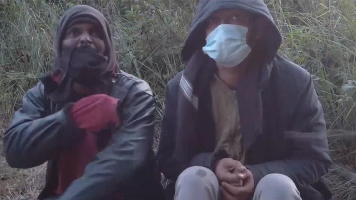 Пограничники Белоруссии опубликовали кадры с избитыми беженцами
