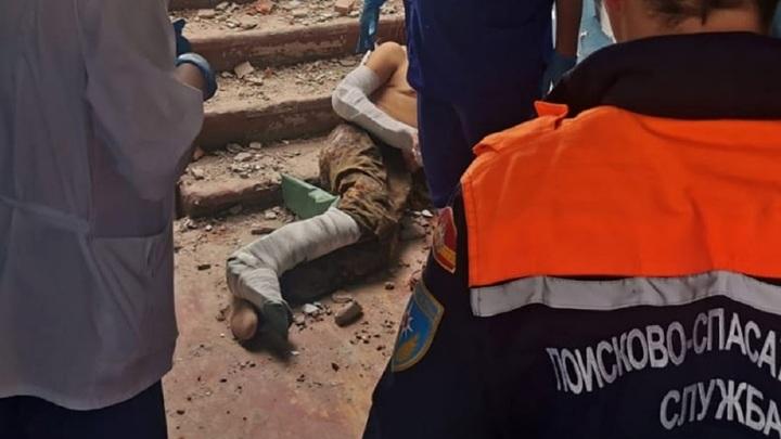 В Челябинской области рабочий упал в пролет заброшенного здания