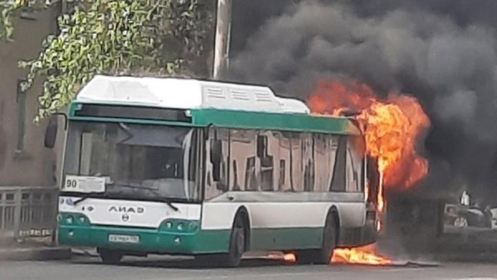 Мэр Воронежа поручил проверить все маршрутки города после пожара в автобусе №90