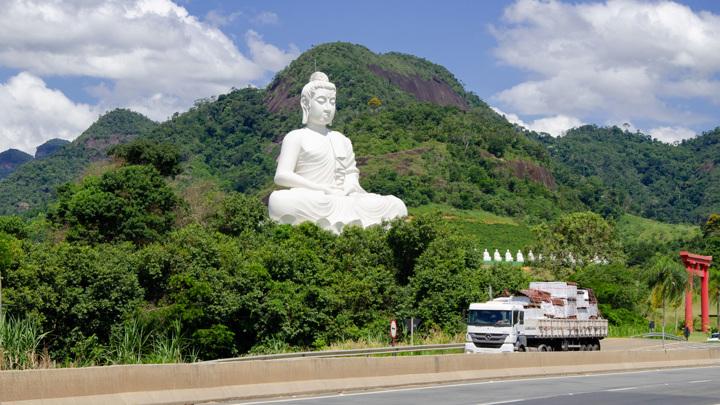 В Бразилии открыли статую Будды выше статуи Христа