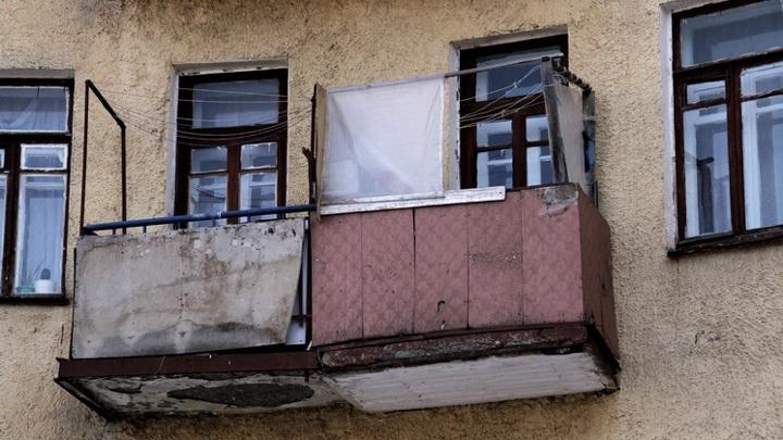 В Кургане пьяный подросток просто так залез в квартиру к спящим хозяевам