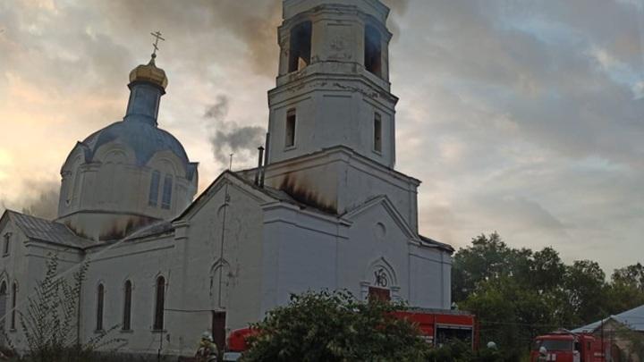 В Воронежской области после удара молнии загорелась церковь