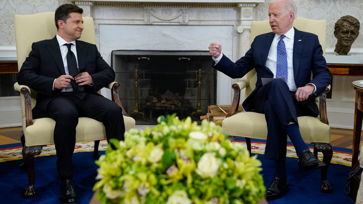 Зеленский: Байден поддержал вступление Украины в НАТО
