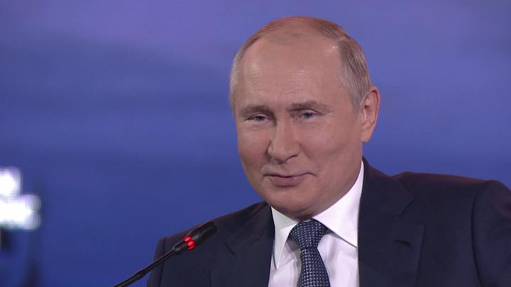 Путин признался, что у него нет своего сотового телефона