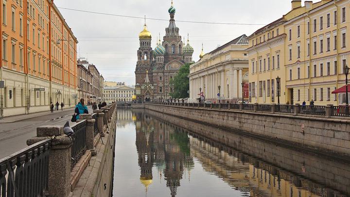 В Петербурге досрочно завершен ремонт набережной канала Грибоедова