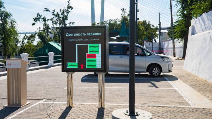 Умная парковка распознает номера и контролирует скорость