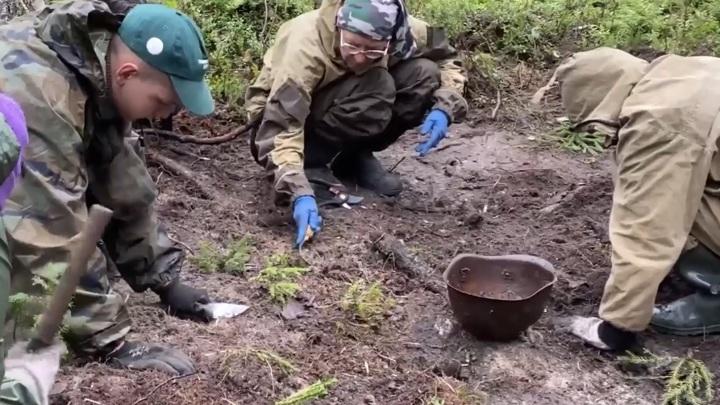 Тюменские поисковики нашли родственников погибшего советского солдата