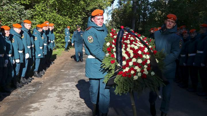 Евгения Зиничева похоронили с воинскими почестями
