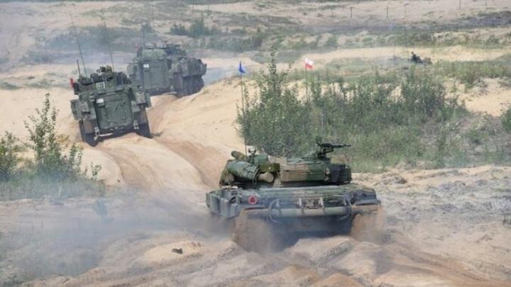 Трое военнослужащих пострадали во время учений в Латвии