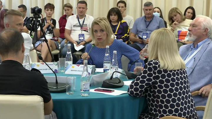 Захарова: надо было жестче реагировать на первые притеснения наших СМИ за рубежом