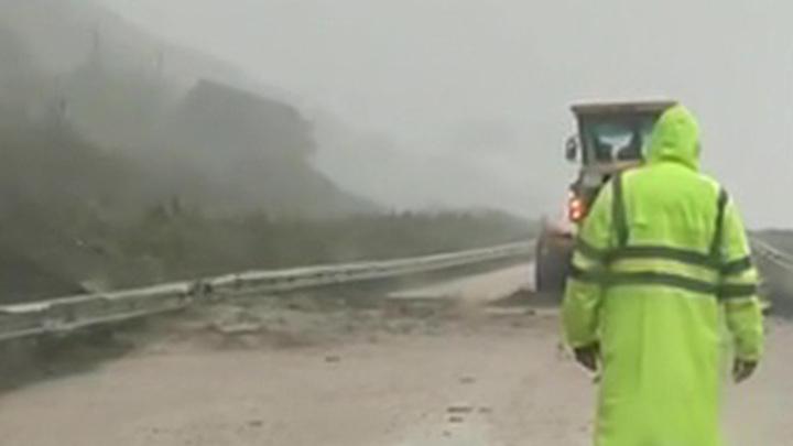 На Сахалине устраняют последствия циклона