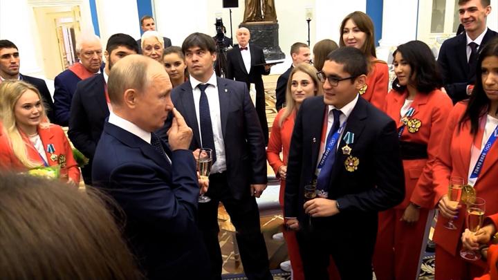 Пальцем не дотронуться: Путин рассказал о травме