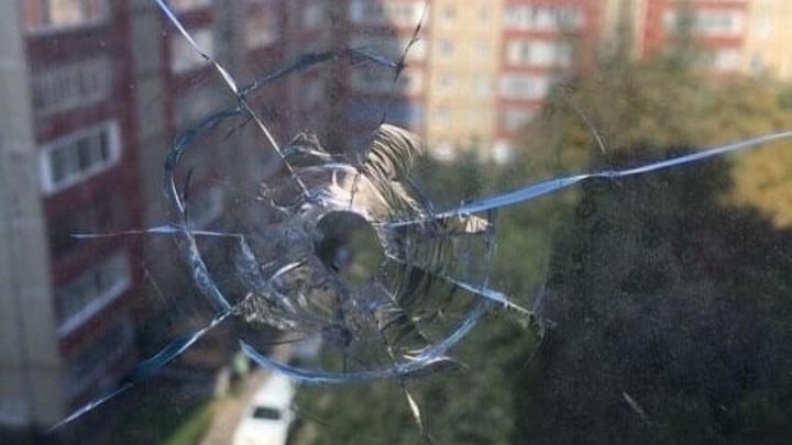 В Ставрополе хулиганы обстреляли в окно многоэтажки