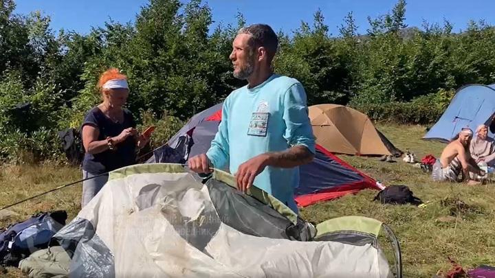 Медведь в Сочи разорил туристический лагерь и покусал укулеле