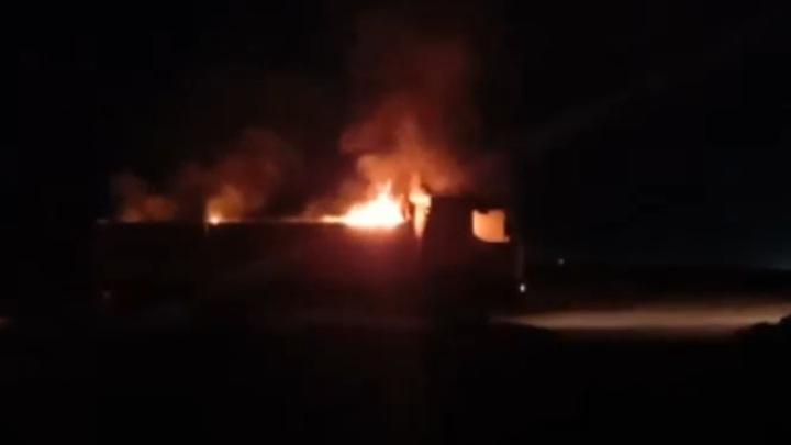На границе Сирии и Ирака с воздуха был нанесен удар по двум грузовикам