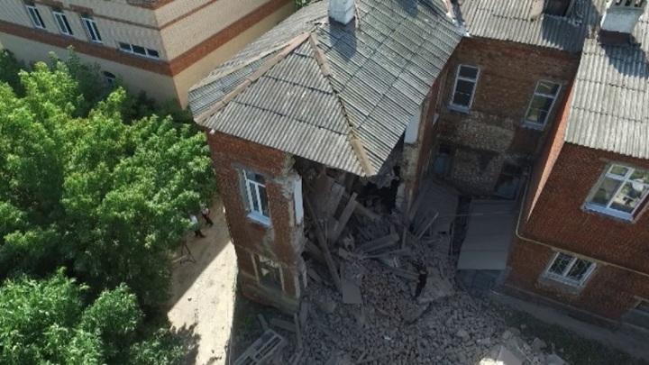 После обрушения стены жилого дома в Тамбове возбудили уголовное дело