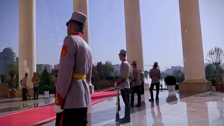 Живой саммит: как взбодрили караул в Душанбе