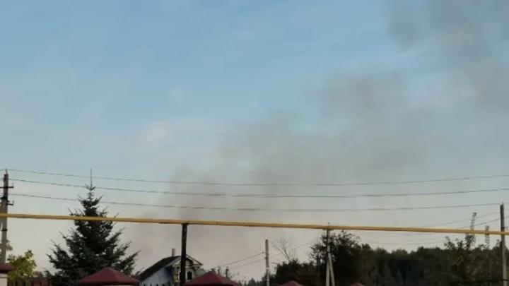 Клубы дыма и запах гари: в Нижегородской области горят Артемовские луга