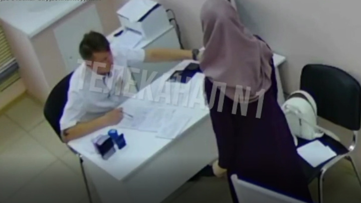 Нижневартовского врача избили за осмотр пациентки в хиджабе
