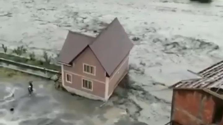 Несколько районов Дагестана поплыли после затяжного ливня