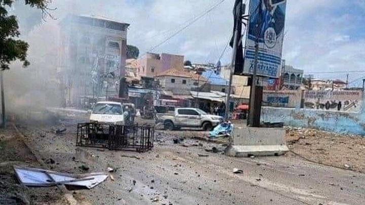 Мощный взрыв прогремел рядом с президентским дворцом в Сомали