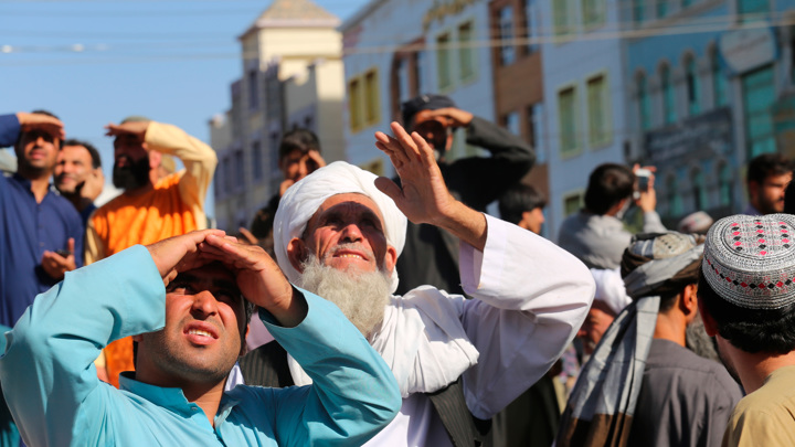 Талибы вывесили трупы на главной площади Герата