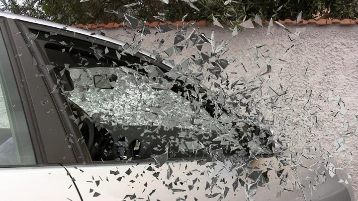 Травмы, несовместимые с жизнью: водитель легковушки сбил двух женщин под Вологдой