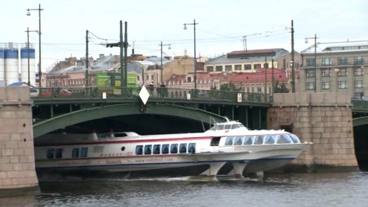 Больше года. В Петербурге закрывают Биржевой мост
