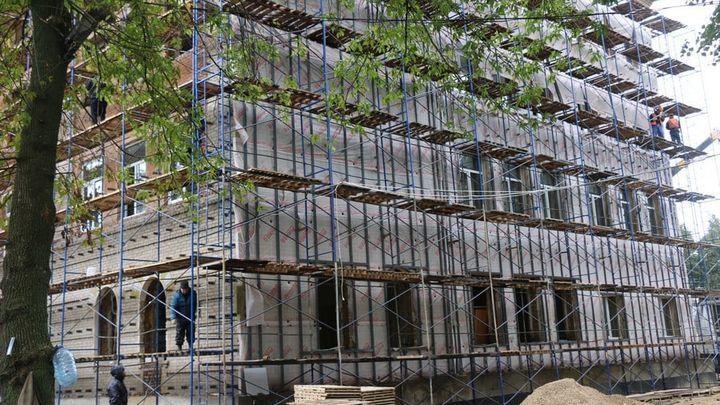 Реконструкция закрытой 15 лет назад школы продолжается в Новомосковске