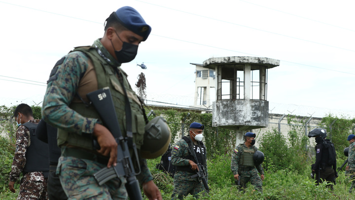 Десятки заключенных погибли в эквадорской тюрьме