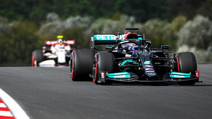 Хэмилтон выиграл первую практику на Гран-при Турции