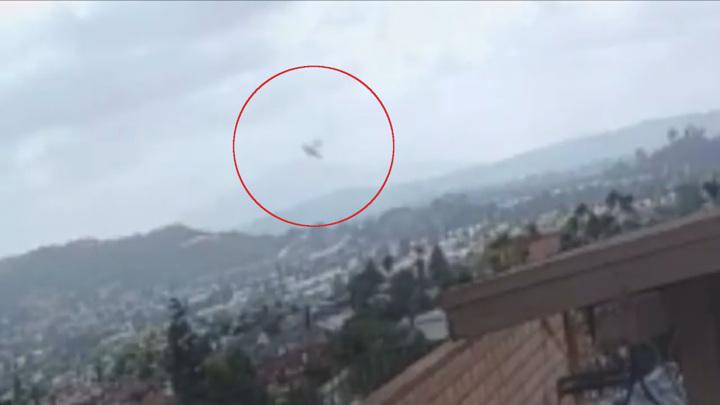 Момент падения самолета на жилые дома в Калифорнии попал на видео