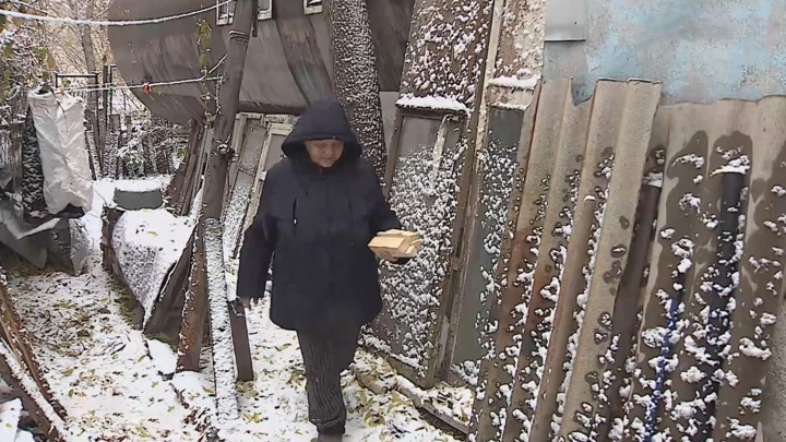 Омская пенсионерка из бочки согласилась переехать