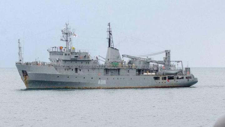 В Черном море тонет украинский военный корабль