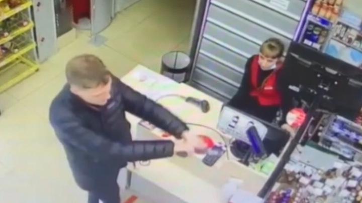 В Приморье задержан грабитель, напавший дважды за день на один магазин