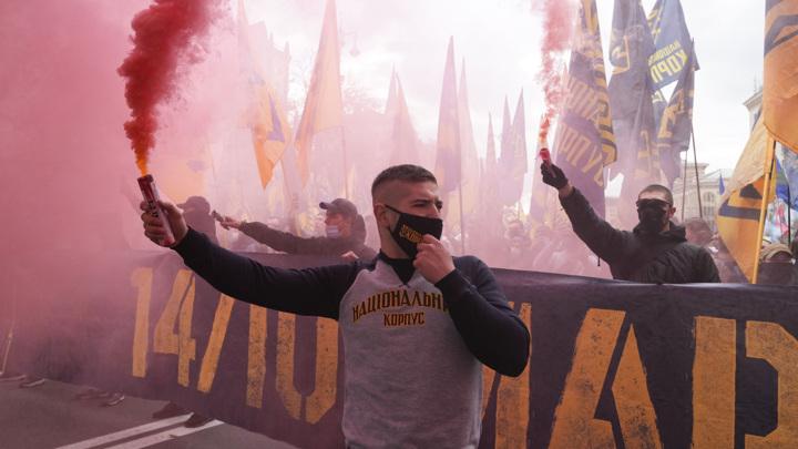 Украинские националисты отметили праздник с огоньком