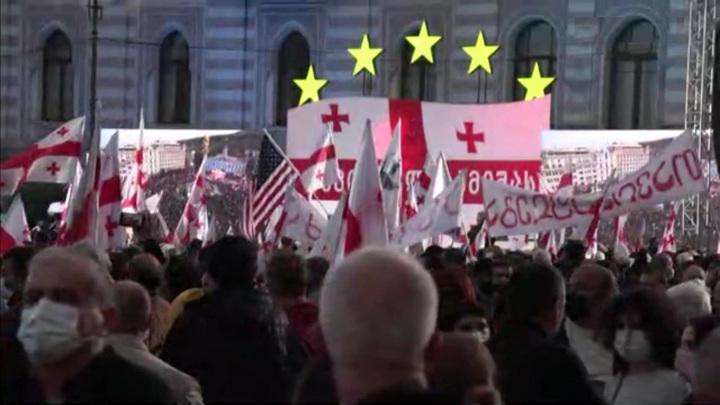 Сторонники Саакашвили устроили масштабный митинг в центре Тбилиси