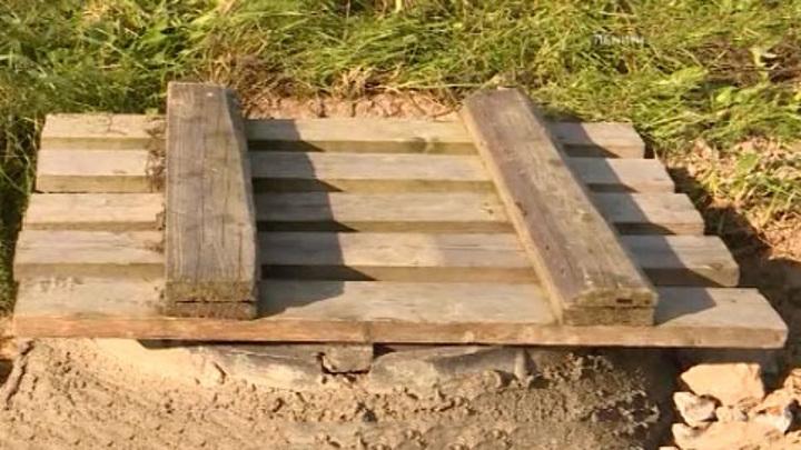 СК возбудил дело по факту падения ребенка в канализацию в Мурино