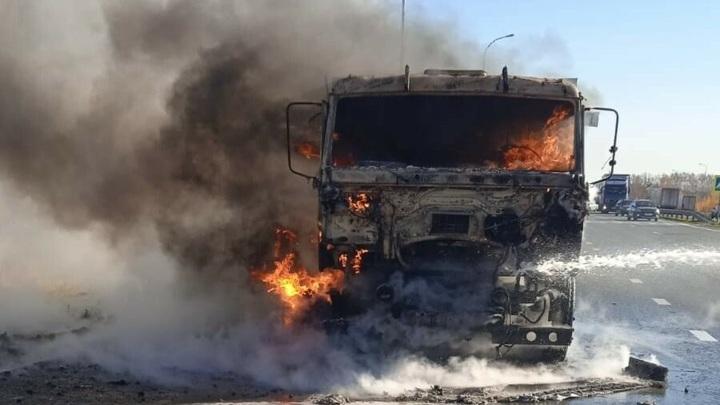 "На трассе в Татарстане сгорел дотла ""КамАЗ"""
