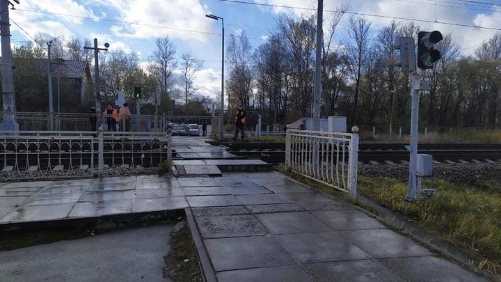 Под Санкт-Петербургом пассажирский поезд сбил коляску с ребенком