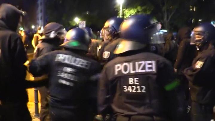 При выселении берлинского сквота пострадали десятки полицейских