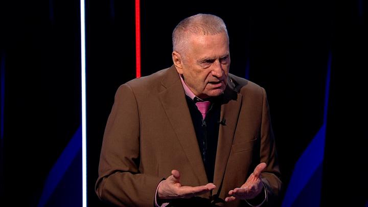 Жириновский объяснил двойные стандарты в политике на примере рваных носков