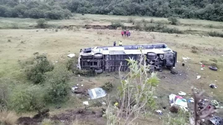 Пассажирский автобус сорвался со 100-метровой высоты в Эквадоре