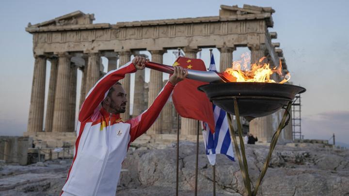 В Греции началась церемония передачи олимпийского огня организаторам Игр в Китае