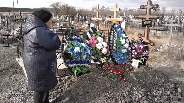 """Кадр из программы """"Андрей Малахов. Прямой эфир"""". На дне: 35 человек погибли от паленой водки"""