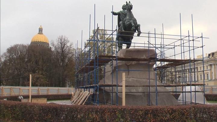 ВПетербурге началась реставрация Медного всадника