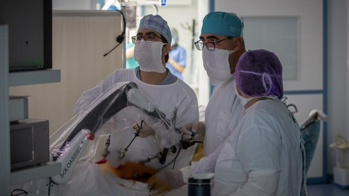 Робот-ассистент помог провести операцию в Крыму