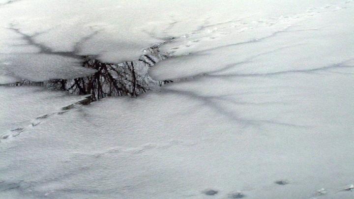 Прокатились по льду на самокатах: в Забайкалье двое детей утонули в водоеме